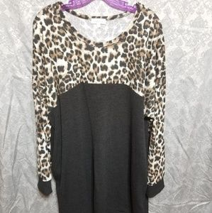 Size 3x - Black and Leopard print tunic